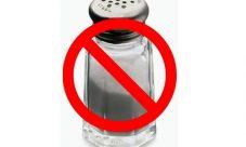 ¿Por qué la sal aumenta la presión arterial?